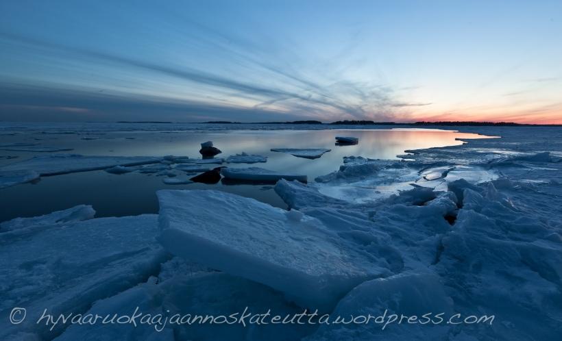 Auringonlasku Lauttasaaressa Pitkäperjantaina